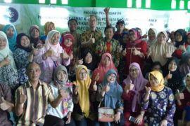 Tim pengabdian LPPM IPB gelar Pelatihan Produksi Snack Sehat Kampung Posdaya