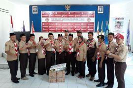 Pramuka Lampung Menyerahkan