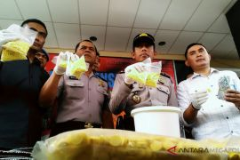 Polres Karawang tangkap tiga pengedar obat-obatan terlarang