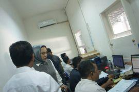 Pemkab Karawang evaluasi pelayanan KTP-e di kecamatan