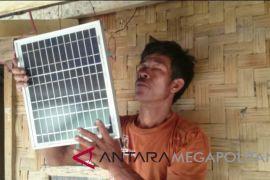 Warga Kampung Cilegok Sukabumi gunakan tenaga surya