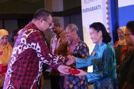Rektor IPB berikan penghargaan kepada 103 PNS 2018 yang purnabhakti