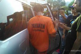 Polisi rekonstruksi perampokan spesialis nasabah bank di Karawang