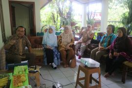 Gerakan Perempuan (GP) IPB kunjungi rumah kompos dosen IPB