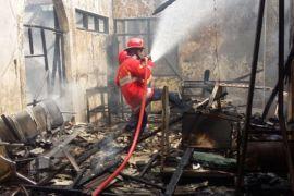 Tiga bangunan deket terminal Bekasi ludes terbakar