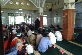 PLN Bogor salurkan sembako dan beasiswa dhuafa