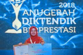 Laboran IPB juara II Pranata Laboratorium Pendidikan Berprestasi Nasional