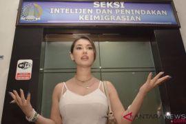 Maria Ozawa merasa dilecehkan oknum Imigrasi Bali