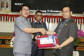 Gubernur Lampung Serahkan Raperda ABPD 2019 Ke Dewan