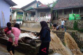 Banjir rendam belasan rumah di Sukabumi