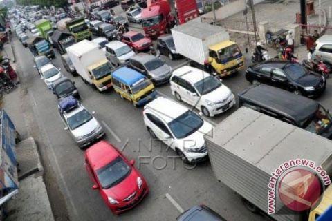 Macet, lintasan Halim-KM47 ditutup