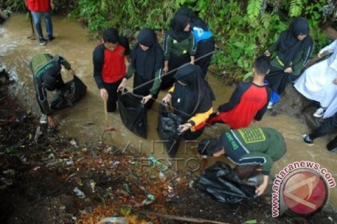 1.200 relawan bersihkan telaga Saat kawasan Puncak