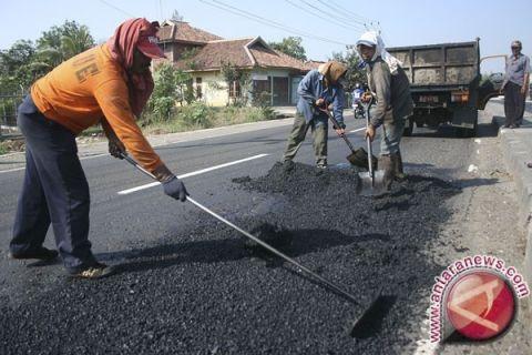 Rp1,6 miliar untuk penambalan jalan Bekasi
