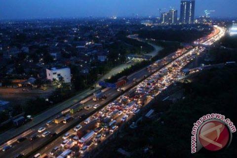 90.000 kendaraan kembali ke Jakarta via Tol Jakarta-Cikampek