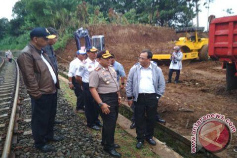 Kemenhub Normalisasi Jalur Kereta Cigombong-Cicurug