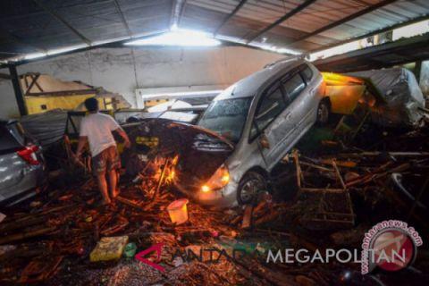 Banjir bandang di Bandung, 17 mobil terseret dan rusak