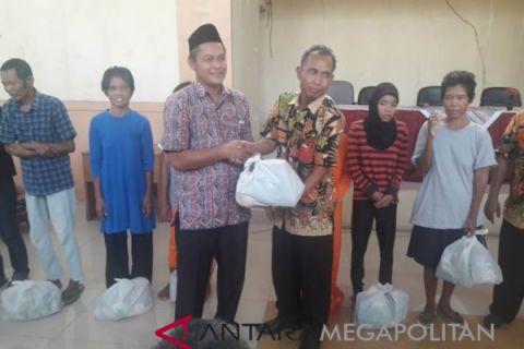 DPRD dan TPD Bogor salurkan bantuan sembako (Video)