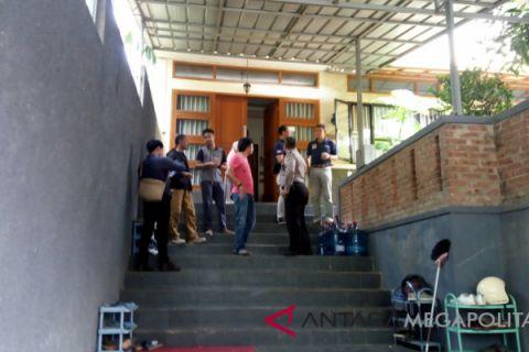 Keluarga tetap tinggal di rumah pascalemparan molotov