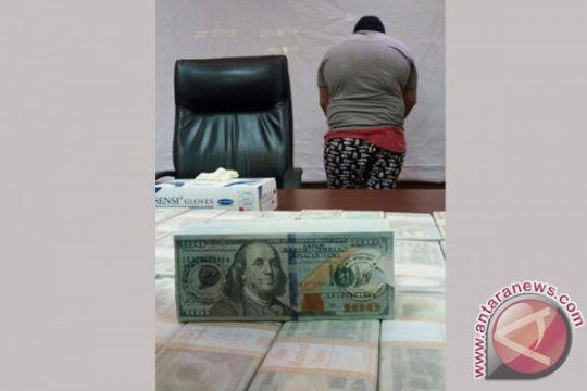 WNA Tersangka Investasi Dollar Palsu Dibekuk