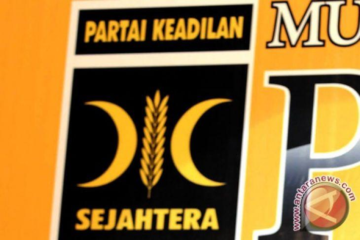 PKS : Indonesia darurat LGBT dan Miras