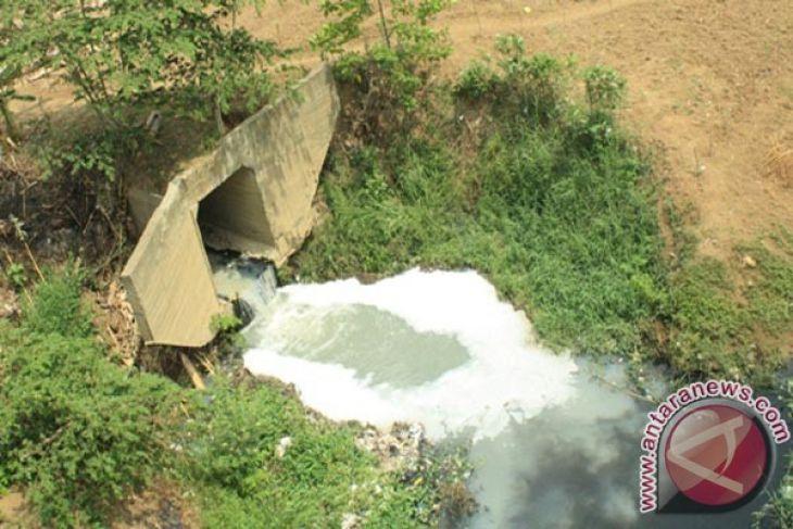 Air Sungai Cilemahabang Bekasi Tercemar