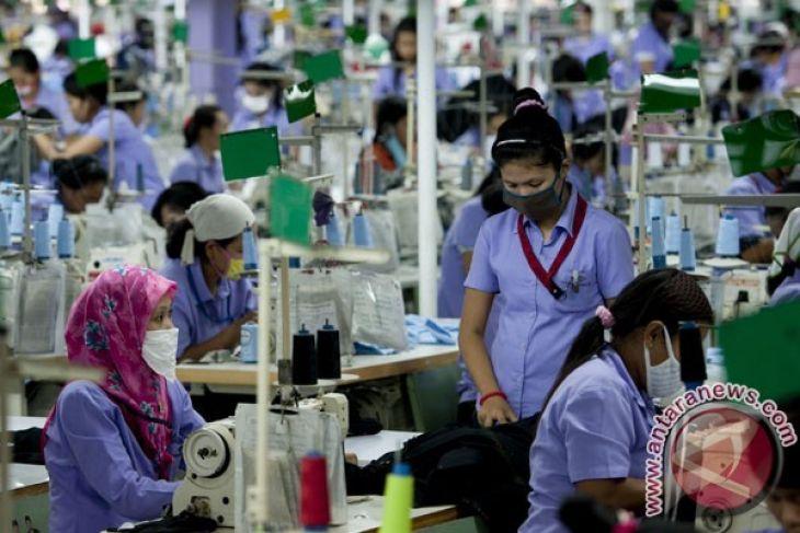 Waduh, ribuan buruh pabrik sepatu Karawang terkena PHK
