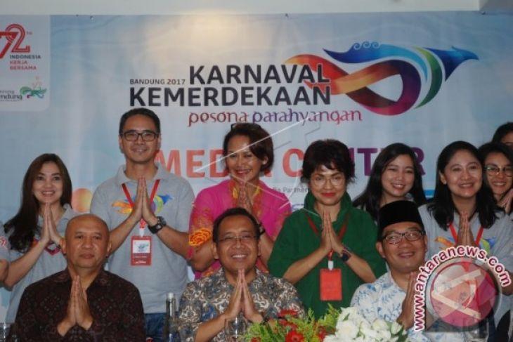 Peserta Karnaval Kemerdekaan Beratraksi Di Depan Presiden