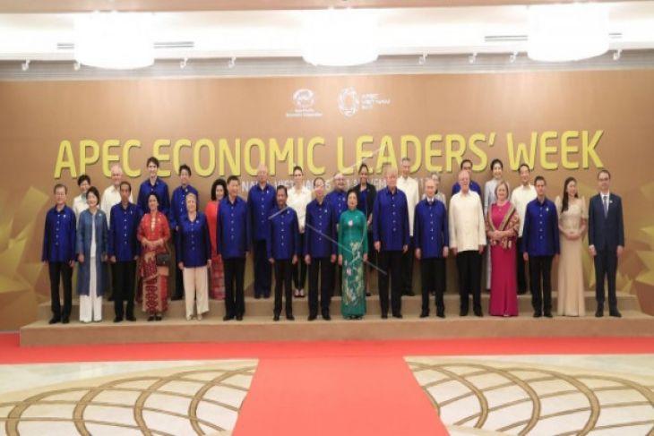 Donald Trump dan Rodrigo Duterte Bertemu Di Vietnam