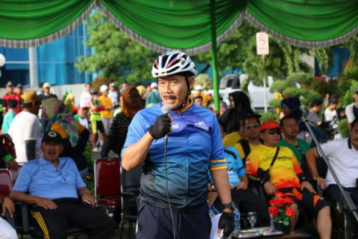 Pjs Walkot Bekasi lepas pesepeda dalam rangkaian HUT daerah