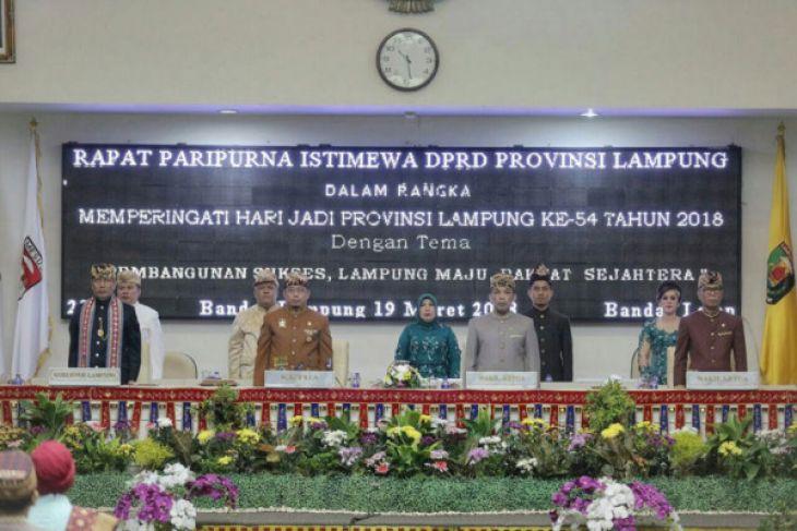 Rapat Paripurna HUT Lampung Ke-54, Pjs. Gubernur Didik Disambut Prosesi Adat Kanjauan
