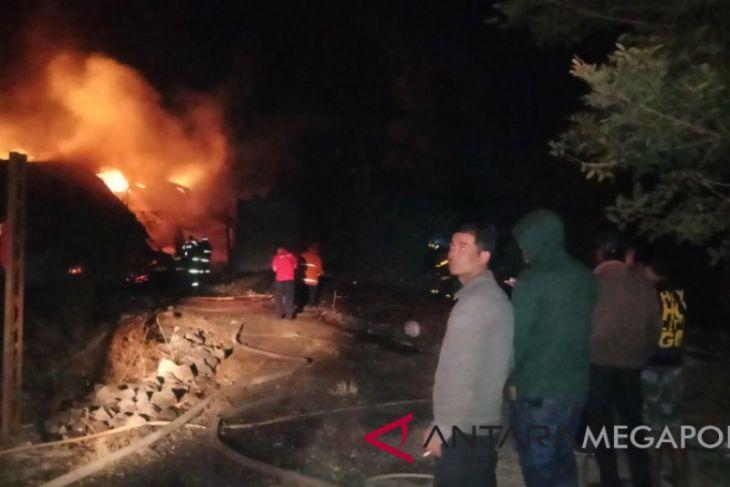Pabrik pengolahan kayu di sukabumi terbakar