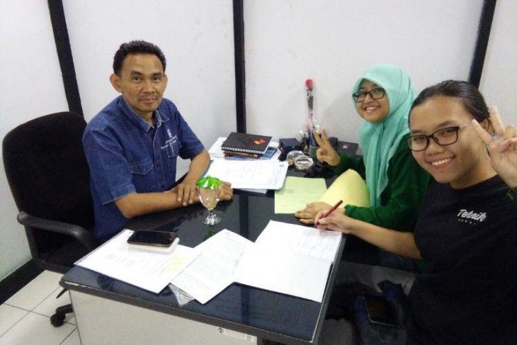 Tiga mahasiswa UI ciptakan aspal murah