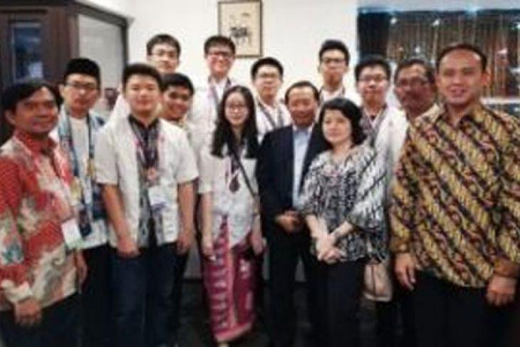 Pelajar DKI Jakarta Menjuarai Olimpiade Di Moskow