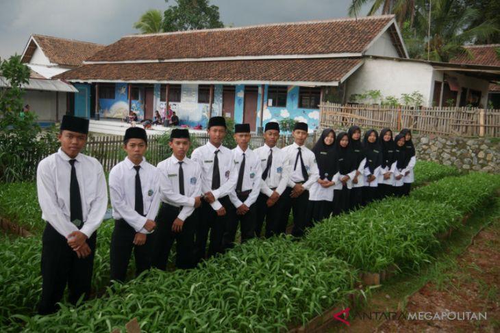 Ponpes Nurul Alami membuat inovasi dodol kangkung