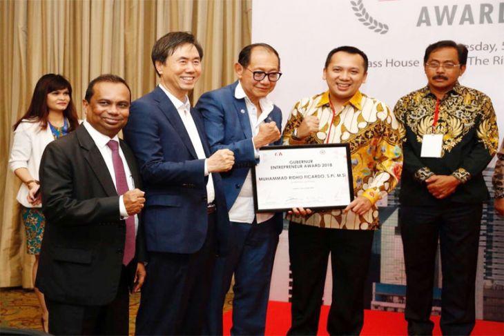 Gubernur Lampung Ridho Ficardo Menerima Gubernur Enterpreneur Award 2018