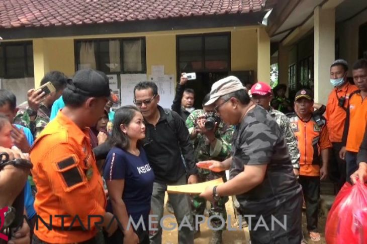 Bantuan korban longsor mencukupi sebulan ke depan