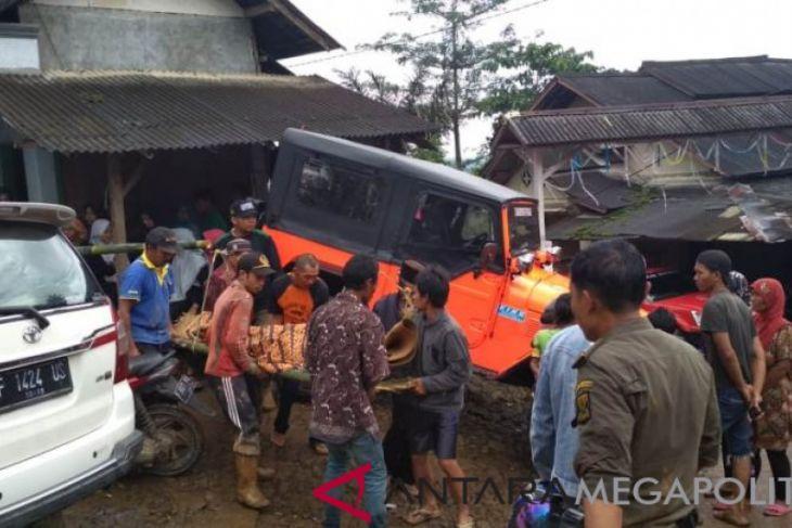 Delapan jenazah korban tanah longsor ditemukan