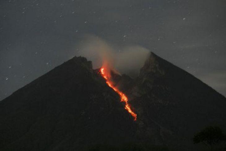 Gunung Merapi mengeluarkan 10 kali guguran lava