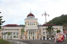 Gubernur Rusli: Kantor Tetap Siaga Saat Libur