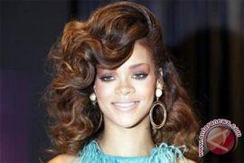 Rihanna Minta Trump Stop Gunakan Musiknya Dalam Kampanye