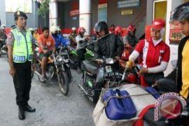Jokowi Batalkan Kenaikan Premiun Karena Pikirkan Rakyat Kecil