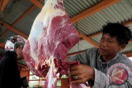 Pemkab Bone Bolango Pastikan Daging Sapi-Ayam Layak Konsumsi