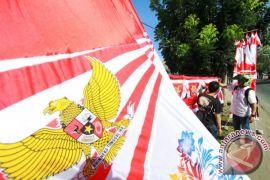 Pedagang Bendera Musiman Mulai Bermunculan