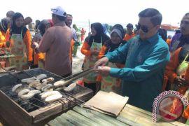 Atraksi Pisang Tumbuk Tutup Festival Boalemo
