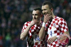 Brozovic antar Kroasia bungkam Islandia 2-0