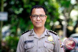 Polisi Bangun Jembatan Desa Beroleh Penghargaan Kapolres