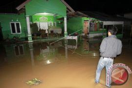 BPBD Evakuasi Warga Korban Banjir Suka Maju