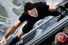 Tom Cruise patah pergelangan kaki, syuting