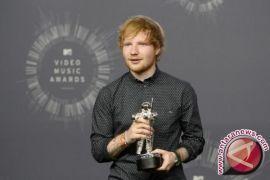 Ed Sheeran terima penghargaan dari Pangeran Charles