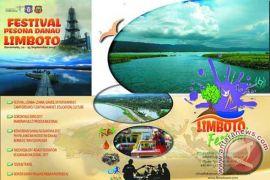 Lomba Perahu Dayung Ramaikan FPDL 2017